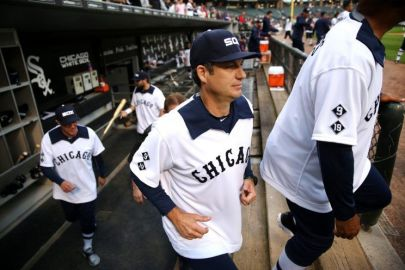 Robin Ventura in '76 throwback jersey