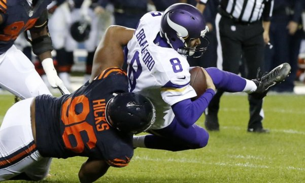Akiem Hicks vs Vikings